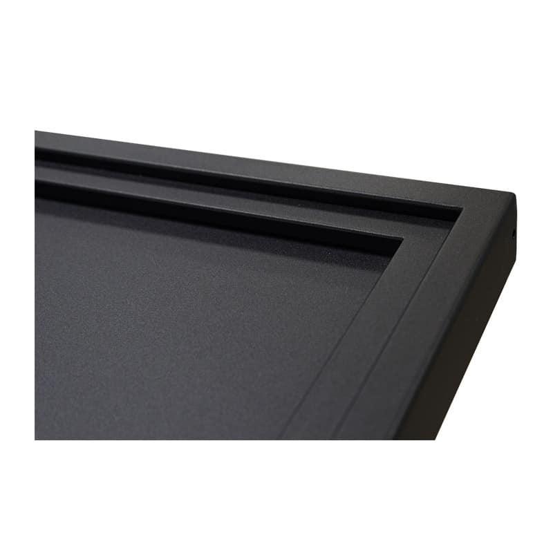 La porte coulissante acier est thermolaquée noir mat